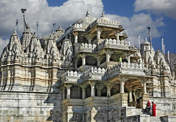 templo indiano sobre montanha