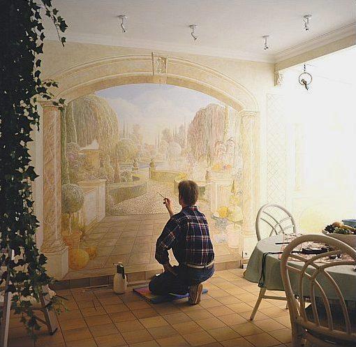 homem pintando paisagem arquitetônica na parede
