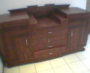 movel de madeira pesadão