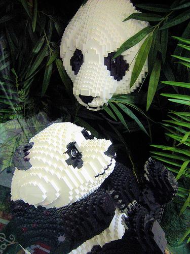 Pandas feitos de Lego