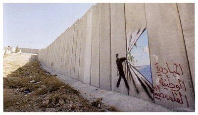 grafite de alguém abrindo o muro no muro entre israel e palestina com