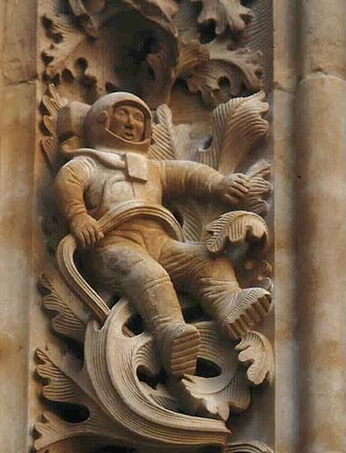 Gaudi sagrada familia astronauta