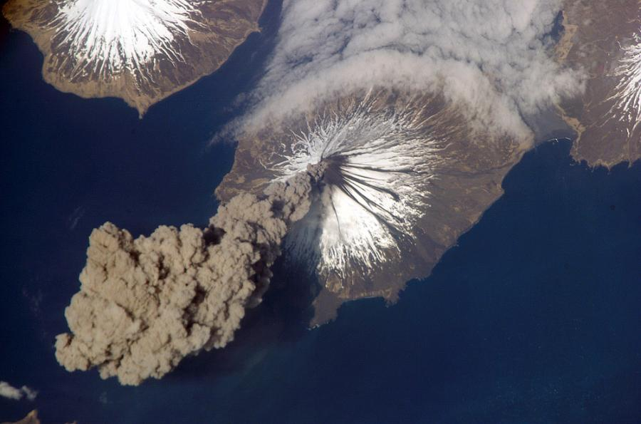 volcano_from_space_xe2ha5blph1humzqcn