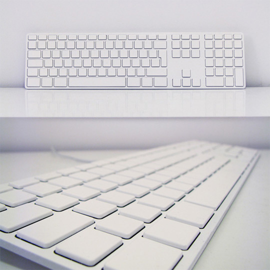 unplggdcom_unplggd_keyboards_all-white-the-minimalist-applelike-keyboard-075248__012908_rg_essellkeyboard