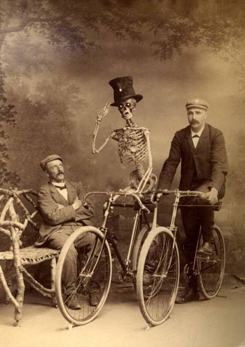 morbidanatomyblogspotcom_2008_06_skeleton-on-bicycle-etchtml__6a00d83451c29169e200e5534d7c488833-800wi