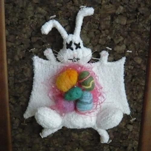 boingboingnet_2009_04_07_easter-bunny-knit-dihtml___il_430xn60998421