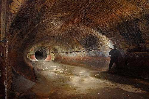 smashingplanetcom_2009_04_19_10-scariest-underground-tunnels-world_51