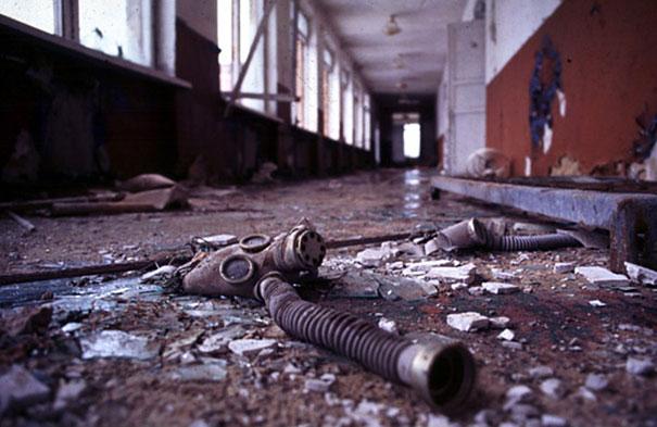 villageofjoy.com_chernobyl-today-a-creepy-story-told-in-pictures_Chernobyl-Today-A-Creepy-Story-told-in-Pictures-school1