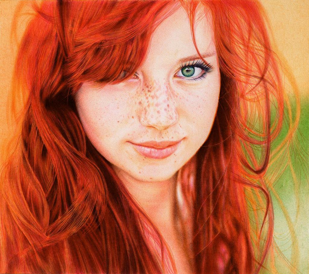 Desenhi hiperrealista feito com esferográfica colorida mostrando uma adolescente ruiva de olhos azuis desenhada mas ultrarealista